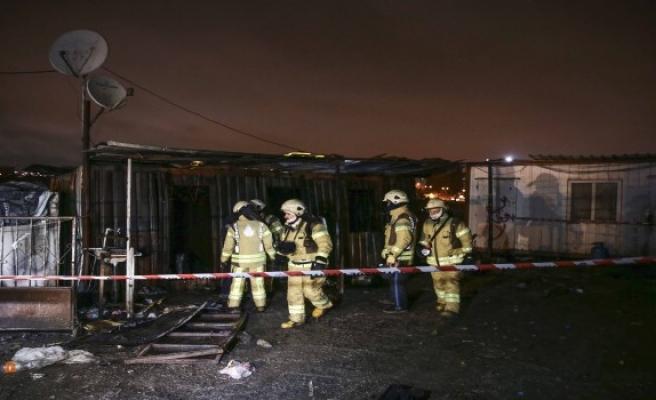 Kağıt toplayıcılarının konteynerinde yangın: 3 ölü