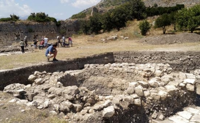 Limyra Antik Kenti'nde 50. yıl kazıları