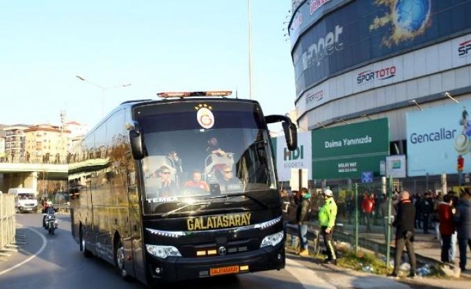 Derbi öncesi takımlar Kadıköy'e geldi (FOTOĞRAFLAR)