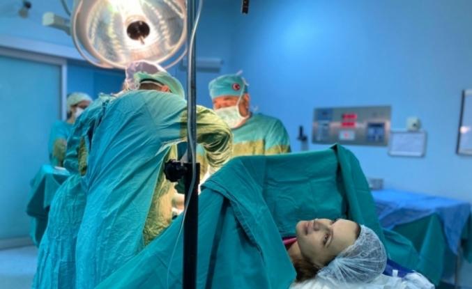Doktor, eşinin sezaryen ameliyatını yaptı, çifte mutluluk yaşadı