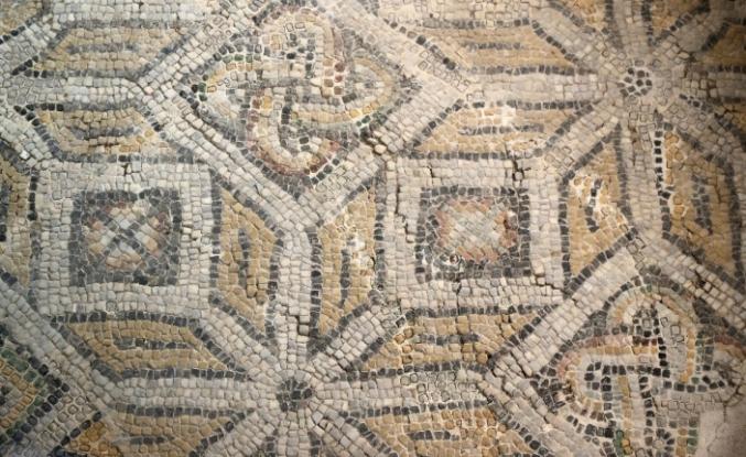 Belediye başkanlık binası olarak kullanılıyordu Roma dönemine ait dev mozaik bulundu