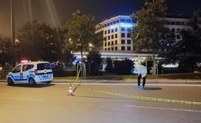 Maltepe'de otomobilden atılan kişi daha sonra kurşunların hedefi oldu