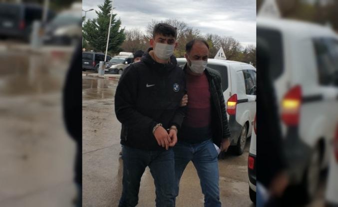 Otobüsünden inerken uyuşturucuyla yakalanan şahıs adliyeye sevk edildi