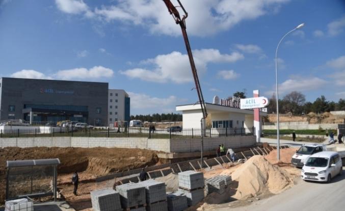 Bilecik Belediyesinden yeni hastane önünde kaldırım ve durak çalışması