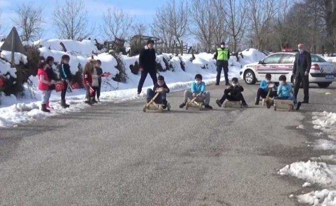 Okullarına kavuşan çocuklar ralli yaptı