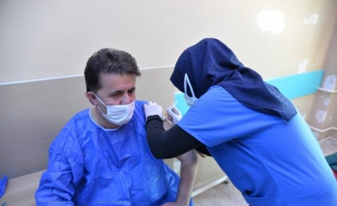 Türkeli Belediye Başkanı Şahin Covid-19 aşısı oldu