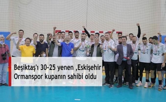 Beşiktaş'ı 30-25 yenen Eskişehir Ormanspor kupanın sahibi oldu