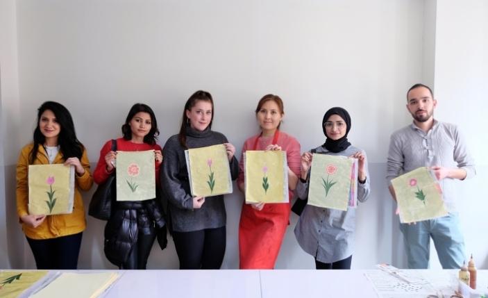Bursa'da Ebru sanatı kültürleri buluşturdu