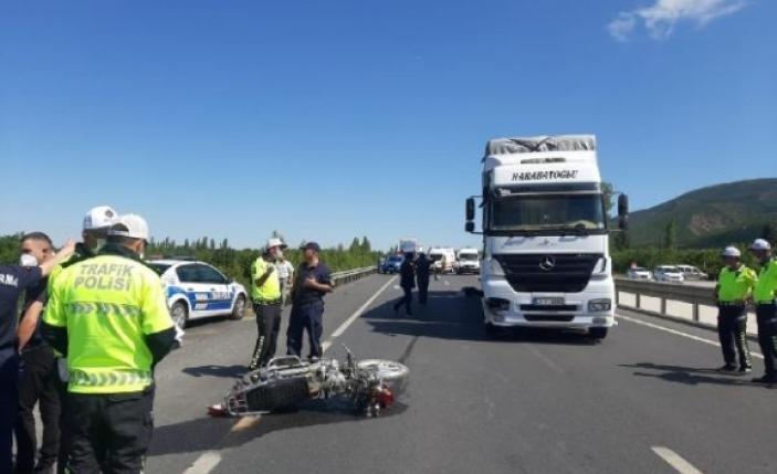 Konya'da feci kaza: TIR'ın çarptığı motosikletteki çift öldü, 2 çocuk yaralı