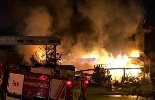 Ataşehir'de 3 katlı restoran alev alev yandı...