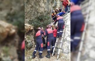 Dağda yürüyüş yaparken 6 metreden düştü, itfaiye...