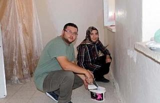 Erciş'te öğretmen çift okullarını boyadı