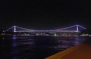 FSM Köprüsü Alzheimer Günü için mor renge büründü