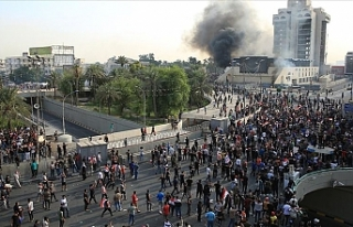 Bağdat'taki göstericilere müdahale: 3 ölü...