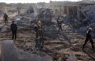Rus savaş uçaklarından İdlib'e saldırı...