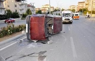 Karaman'da otomobil takla attı, sürücü yaralı