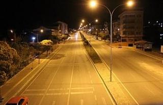 Kısıtlamanın ilk gününde Osmaneli sokakları...