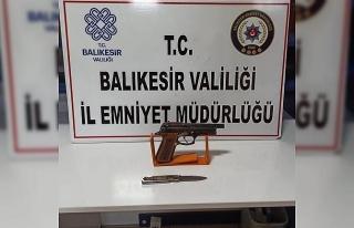 Balıkesir'de polis 19 aranan şahsı yakaladı
