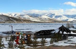 Bayburt'ta buz tutan gölet ve akarsular kartpostallık...