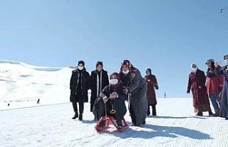 Bitlisli kadınların kayak keyfi