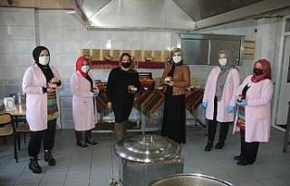 Ev hanımlarının ürettiği mandalina reçelleri...