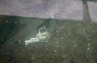 Samsun'da göl içinde fark edilen silah polisi...