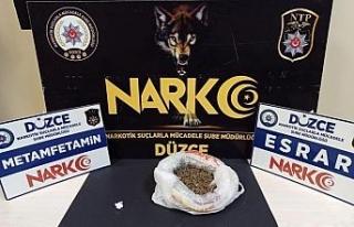 Uyuşturucu satarken yakalandı