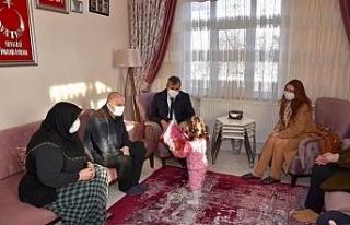 Vali Sezer'den şehit ailesine ziyaret