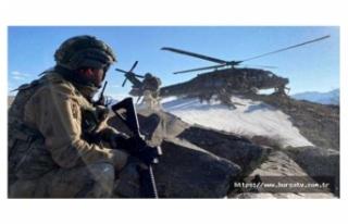 Irak'ın kuzeyinde PKK'ya havadan ve karadan...