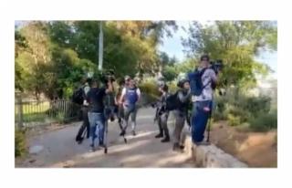 İsrail polisinden haber takibi yapan gazetecilere...