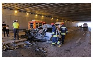 TIR'a çarpan otomobilin sürücü öldü, eşi...