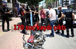 Çalıntı motosikletle polisten kaçan 13 yaşındaki...