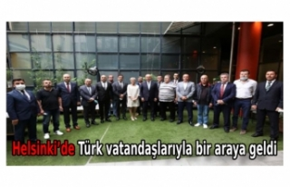 Bakan Çavuşoğlu, Helsinki'de Türk vatandaşlarıyla...