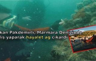 Bakan Pakdemirli, Marmara Denizinde dalış yaparak...