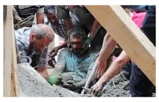 Erzurum'da cami inşaatında çökme; 3 işçi...