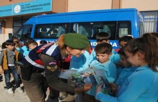 Jandarma ekiplerinden öğrencilere seminer
