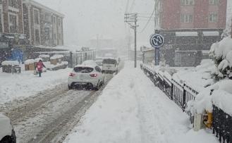 Kar nedeniyle engelli ve hamile kamu personeli idari izinli sayılacak