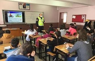 """Jandarmadan, yüz yüze """"Öğrencilere Trafikte Farkındalık"""" eğitimi verildi"""