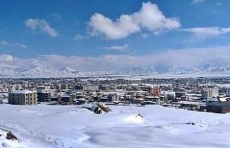 Kar altında güzelleşen Yüksekova