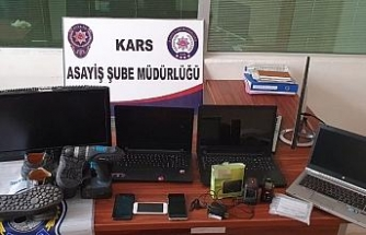 Kars'ta polis hırsızı ayak izinden yakaladı