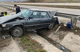 Otomobil su kanalına devrildi: 1 yaralı