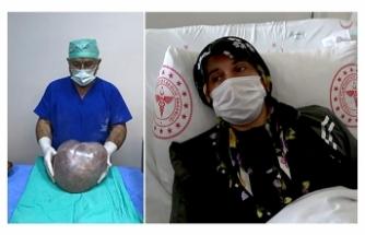 Hamile olduğunu düşünen kadının karnından 6 kilo 400 gram kitle çıktı