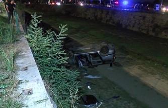 Bursa'da otomobil sulama kanalına uçtu