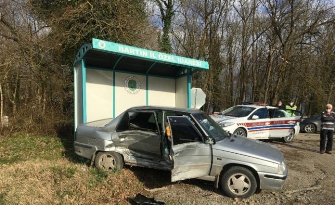Bartın'da iki otomobil çarpıştı: 1 yaralı
