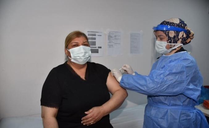 Başkan Erdem korona aşısı oldu