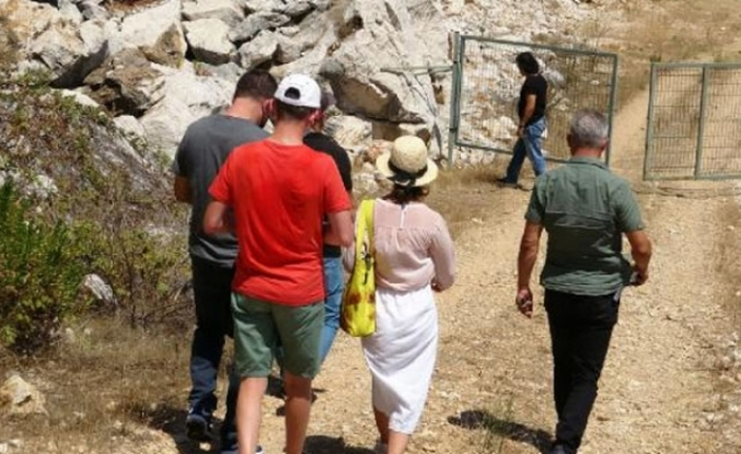 Antalya'da ormana giren Ruslar, polisi alarma geçirdi