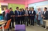 Bursa'da öğretmenler okulun kütüphanesini yeniledi
