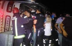 Bursa'da korkunç facia! Yolcu otobüsü devrildi, çok sayıda yaralı var