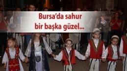 Bursa'da sahur vakti davul, zurna, halay coşkusu
