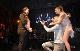 Merve Özbey konserinde ilginç anlar yaşandı... Sürpriz evlenme teklifi